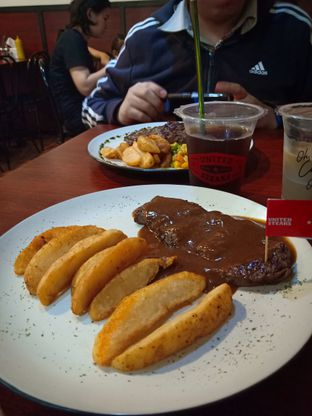 Foto 1 - Makanan(Classic Pepper Steak) di United Steaks oleh Florentine Lin
