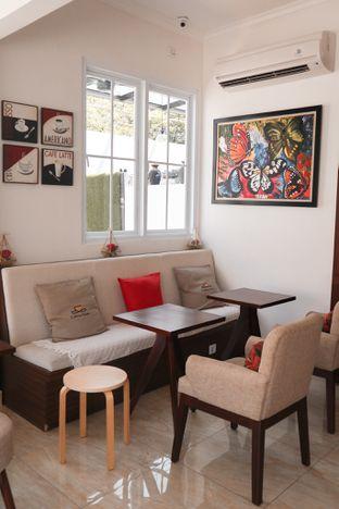 Foto 2 - Interior di Caffeine Suite oleh thehandsofcuisine