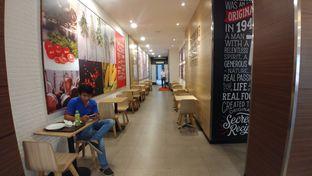 Foto 3 - Interior di KFC oleh om doyanjajan