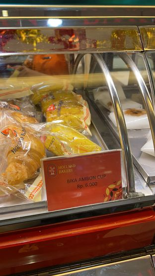 Foto review Holland Bakery oleh Maria Marcella 3