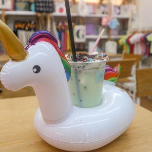 Foto 4 - Makanan(Unicorn Drink (Kiwi)) di Alphabeth oleh thefoodsthetic