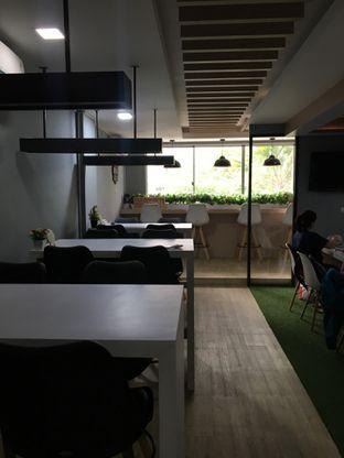 Foto 12 - Interior di Coffee Zen oleh Jeljel