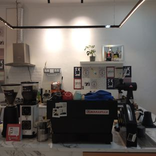 Foto 4 - Interior di Saksama Coffee oleh duocicip