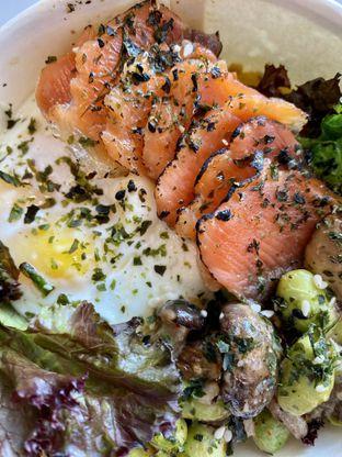 Foto 4 - Makanan(Salmon Mentai Bowl ) di Fedwell oleh __inmybelly
