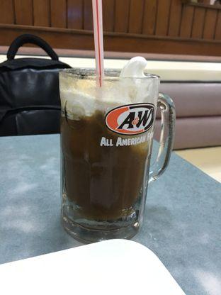 Foto 3 - Makanan(Root Beer Float) di A&W oleh Kevin Suryadi