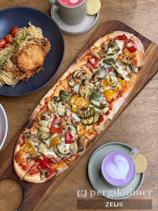 Foto 4 - Makanan(Vegetarian Pizza) di Convivium oleh @teddyzelig