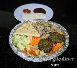 Foto 1 - Makanan(Gyro Falafel ukuran regular) di The Halal Guys oleh Velvel
