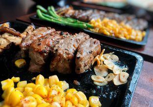 Foto 1 - Makanan di Akasaka Japanese Steak & Ice Cream oleh Astrid Huang | @biteandbrew