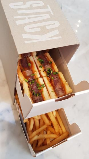 Foto 1 - Makanan(Wagyu Sando & French Fries) di Stack oleh Avien Aryanti