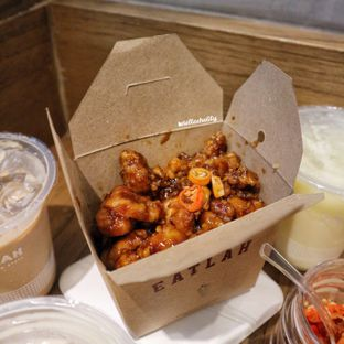 Foto 2 - Makanan(Brown butter chicken) di Eatlah oleh Stellachubby