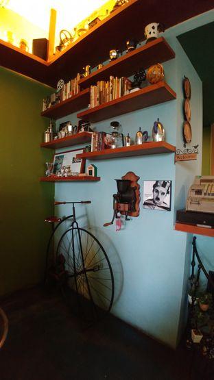 Foto 3 - Interior di Blumchen Coffee oleh om doyanjajan