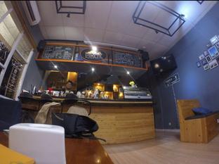 Foto 1 - Interior di Pikot Coffee & Resto oleh Pria Lemak Jenuh