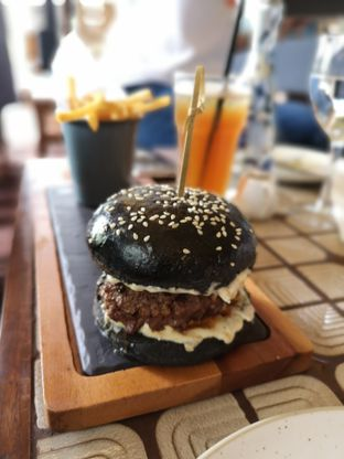 Foto review Cork&Screw Country Club oleh Makankalap  8