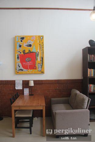 Foto 3 - Interior di Morethana Minilib & Coffee oleh Selfi Tan