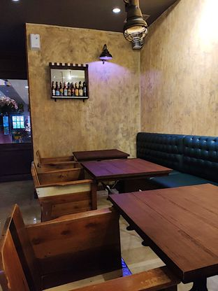 Foto 2 - Interior di Jubelof Beer Bar oleh inggie @makandll