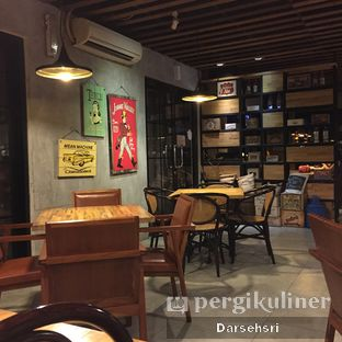 Foto 10 - Interior(Lantai Dua) di Raffel's oleh Darsehsri Handayani