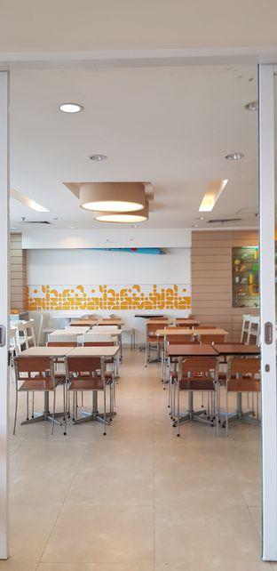 Foto 1 - Interior di HokBen (Hoka Hoka Bento) oleh Meri @kamuskenyang