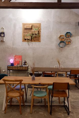 Foto 3 - Interior di Kona Koffie & Eatery oleh yudistira ishak abrar