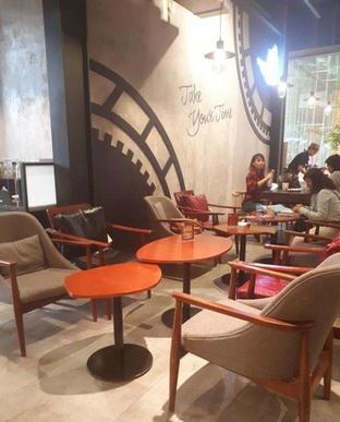 Foto 3 - Interior di Angel In Us Coffee oleh @semangkukbakso
