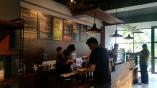 Foto 2 - Interior di Calibre Coffee Roasters oleh El Yudith