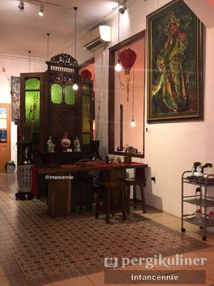 Foto 6 - Interior di Pantjoran Tea House oleh bataLKurus