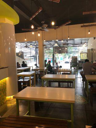 Foto 7 - Interior di Kedai Es Pisang Ijo Pemuda oleh feedthecat
