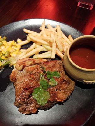 Foto 2 - Makanan(Sirloin steak 200gr) di Suis Butcher oleh Elena Kartika