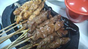 Foto 1 - Makanan(Sate Ayam Sate Kambing) di Sop Kaki & Sate Kambing Bang Hasan Kumis oleh T Fuji Hardianti