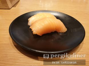 Foto 1 - Makanan(Salmon Sushi) di Sushi Tei oleh Ivan Setiawan