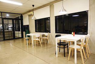 Foto 8 - Interior di Pizza Place oleh iminggie
