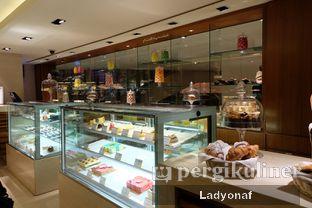 Foto 4 - Interior di Mandarin Oriental Cake Shop - Mandarin Oriental Hotel oleh Ladyonaf @placetogoandeat