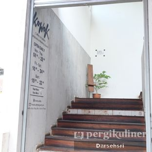 Foto 6 - Interior di Kowok Coffee & Gallery oleh Darsehsri Handayani
