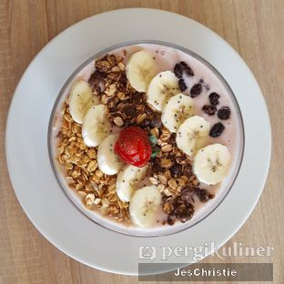 Foto 1 - Makanan(Berry Bowl) di Vita-Mine Smoothie Bar oleh JC Wen