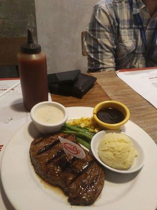 Foto - Makanan di Holycow! STEAKHOUSE by Chef Afit oleh harizakbaralam