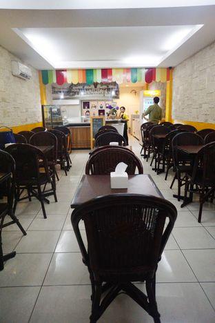 Foto 5 - Interior di La Casa Ice Cream Zangrandi oleh Nanakoot