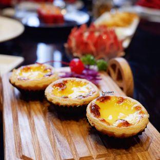 Foto 6 - Makanan(Egg Tart Special) di Royal 8 Chinese Restaurant - Hotel JHL Solitaire oleh Melisa Cubbie