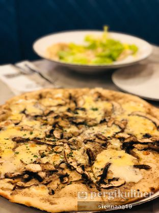 Foto 5 - Makanan(PIZZA AL FUNGHI) di AW Kitchen oleh Sienna Paramitha
