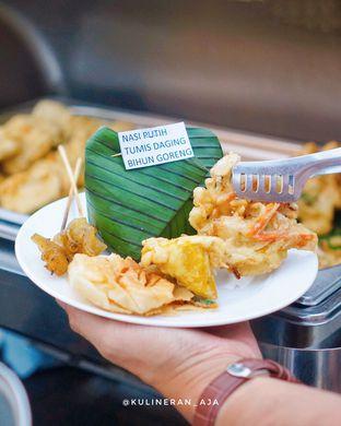Foto 1 - Makanan di Skyview Pool & Bar - Mercure Hotel oleh @kulineran_aja
