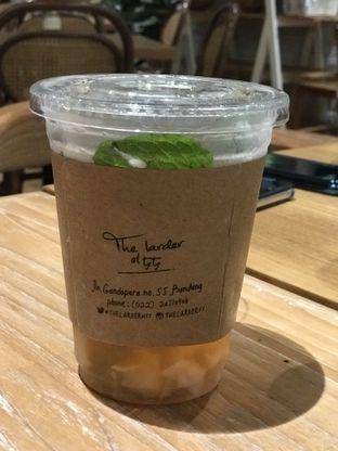 Foto 6 - Makanan(Lychee refresher) di The Larder at 55 oleh Tsuty