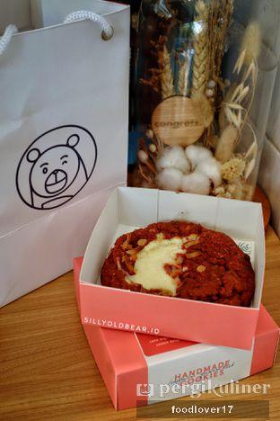 Foto 5 - Makanan(Red Velvet Cookie) di Doux Cookies oleh Sillyoldbear.id
