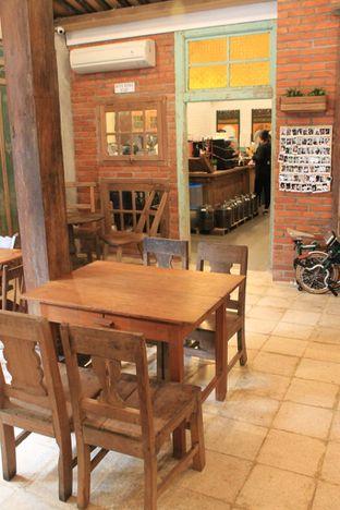 Foto 5 - Interior di Ragil Coffee & Roastery oleh Prido ZH