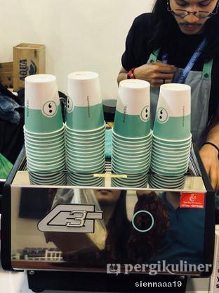 Foto 3 - Interior(coffee machine) di Titik Koma Coffee oleh Sienna Paramitha
