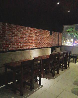 Foto 3 - Interior(Lantai 2, Smoking Area) di Meet Me Cafe oleh Claudia @claudisfoodjournal