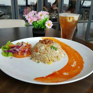 Foto 1 - Makanan(Nasi Goreng Jarak Dekat) di The Socialite Bistro & Lounge oleh Caesy Ajah