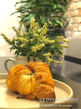 Foto 1 - Makanan(Truffle Croissant) di Becca's Bakehouse oleh Patsyy