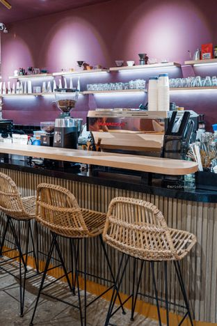 Foto 6 - Interior di 11:11 Coffee oleh Indra Mulia