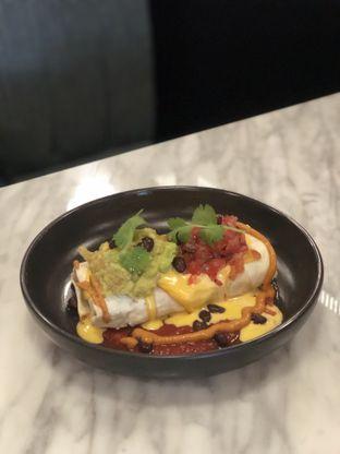 Foto 2 - Makanan(Wet Burrito) di Djournal House oleh feedthecat