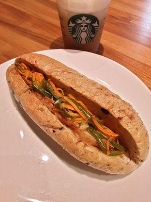Foto 1 - Makanan(Roasted chicken filone) di Starbucks Coffee oleh Pengembara Rasa