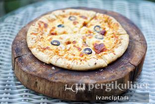 Foto 1 - Makanan(Four Cheese Pizza) di Rumah Miring oleh Ivan Ciptadi @spiceupyourpalette