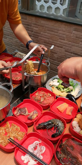 Foto 6 - Makanan di Nahm Thai Suki & Bbq oleh om doyanjajan